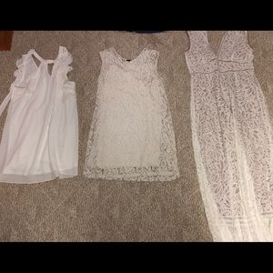 11 dresses and 2 skirts, Mediums and larges.